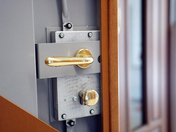 Porte-blindate-con-serrature-sicure